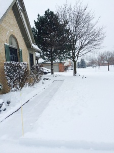 Passagem de pedestre coberta de neve...tem que limpar!